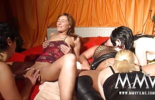 زن جوان undresses در طول, و اجازه می دهد تا خودش را به فاک در فیلم سوپر سکسی خفن بیدمشک