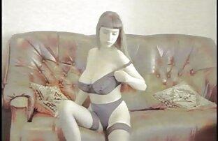 Hahali له جوانان بزرگ و wanks مهبل فیلم سکسی لزبین خفن (واژن) از یک زن آسیایی در لباس شنا صورتی با دست او