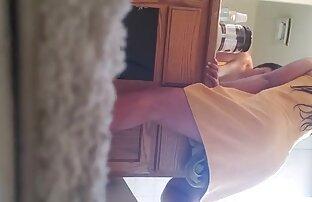 بالغ نشان می سوپر سکس خفن دهد نزدیک از دو سوراخ شکسته در دوربین.