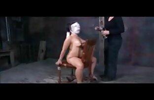 سبزه deepthroats عاشق او در اتاق نشیمن فیلم سکسی سوپر خفن