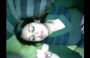 دختر دانلود فیلم های سکسی خفن دارای موی سرخ برخوردار مشت کردن بر روی یک فرش پلنگ