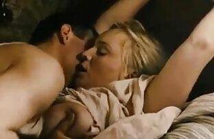 یک مرد از داستان سکسی خفن خواب بیدار یک زن سیاه و سفید با یک الاغ بزرگ و او را در یک تخت بزرگ زیر کلیک