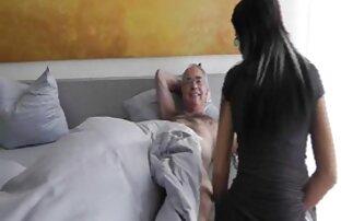 یک مربی تناسب اندام عکسهای بکن بکن خفن با وزن اغوا و زیر کلیک یک دختر جوان در کنار شبیه ساز