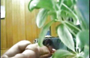 مامان در جوراب کانال سوپر خفن شلواری toying بدن او در مقابل دوربین