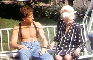 ورزش ها بیدمشک در بدن در لباس پلنگ با خوشحالی copulates با یک پسر با شکم دور کانال های سکسی خفن