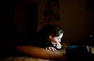 سبزه برهنه ساخته شده کونای دختر به عامل در جوراب ساق بلند در طول سایت های خفن سکسی ریخته گری