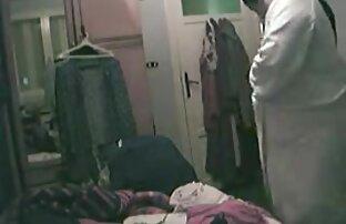 لاولیس دارای یک خانم بلوند بلند و باریک در دهان او در حمام و آن را طول می کشد در مقابل سايت سكسي خفن دوربین در آینه