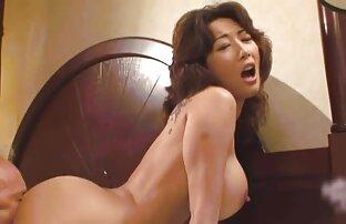 زن کانال های سکسی خفن بلوند در یک مخزن بنفش بالا سواری dildo به بزرگ